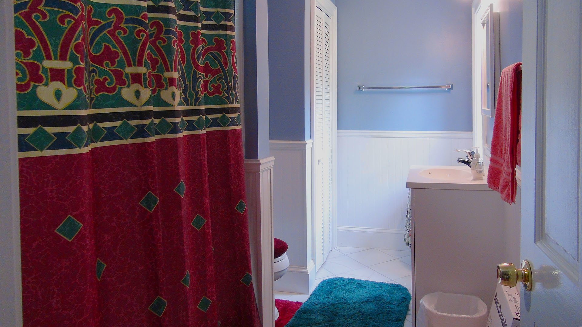 Simpers Retreat House Bathroom 01