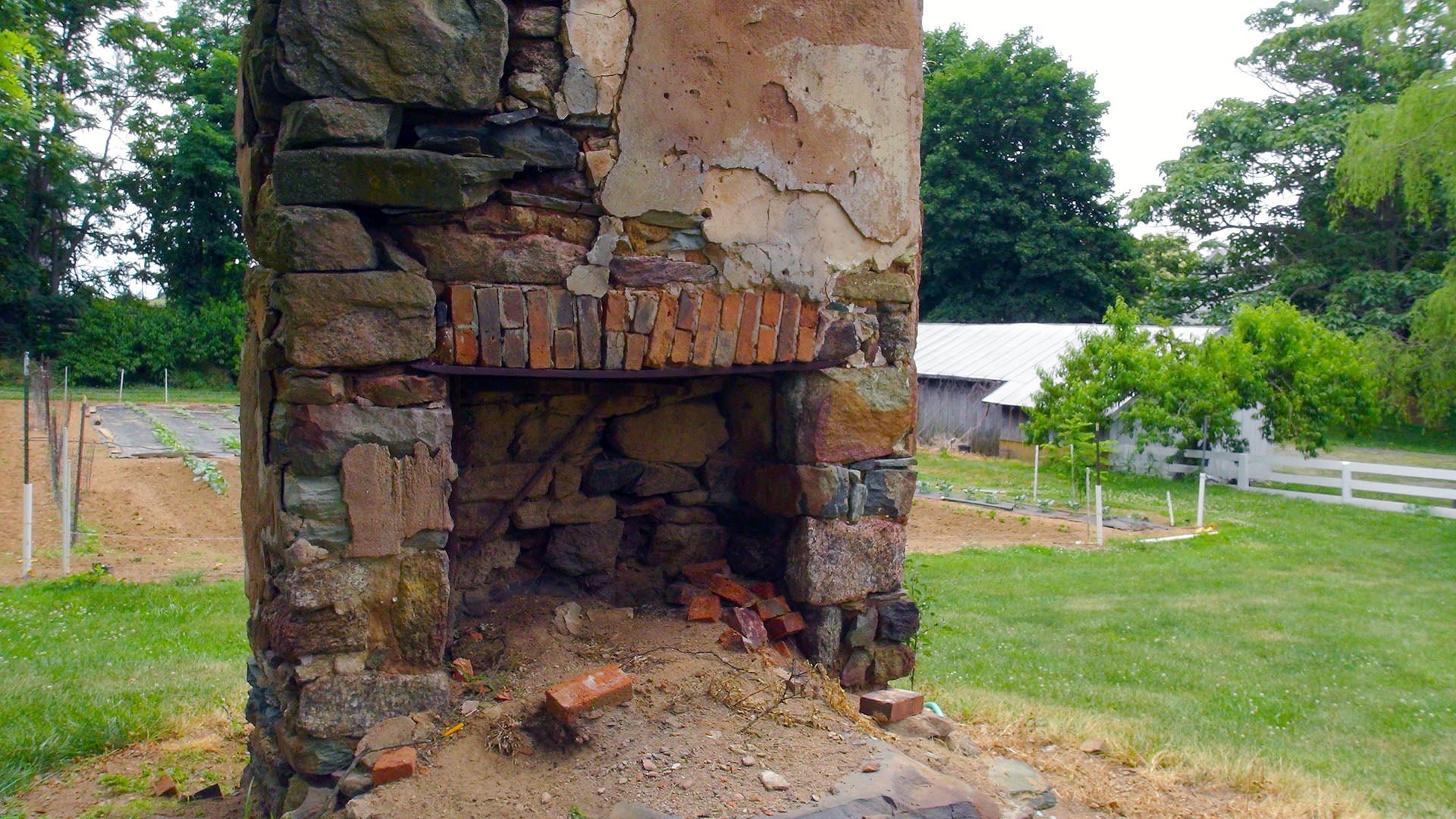 Simpers Retreat House Fireplace